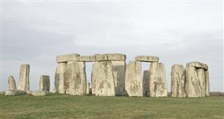 Stonehenge: Bringing Back The Dead