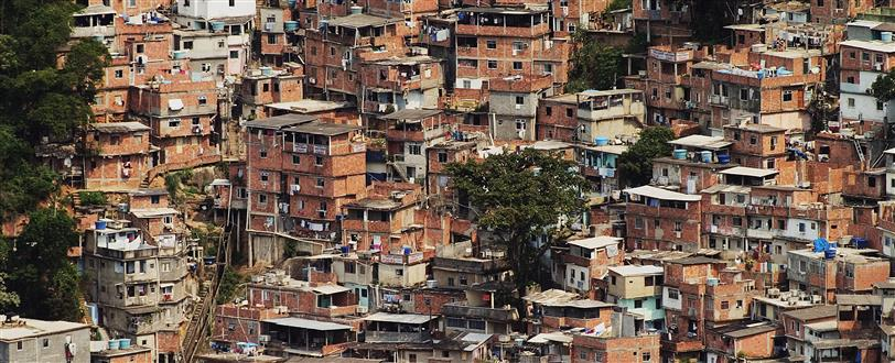 Living In The Slums (O Outro Lado Do Morro)