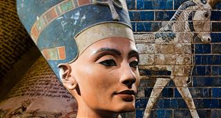 Nefertiti: The Lonely Queen